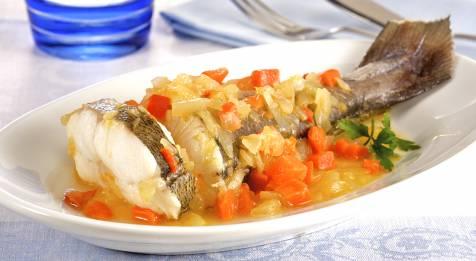 <p>Esta receta de pescadilla al horno con verduras y gambas es baja en grasas, ya que la pescadilla es un pescado blanco Esta receta de pescadilla al horno con verduras y gambas es baja en grasas, ya que la pescadilla es un pescado blanco. Los pescados blancos tienen un máximo de un 2% de grasa. [&hellip;]</p>